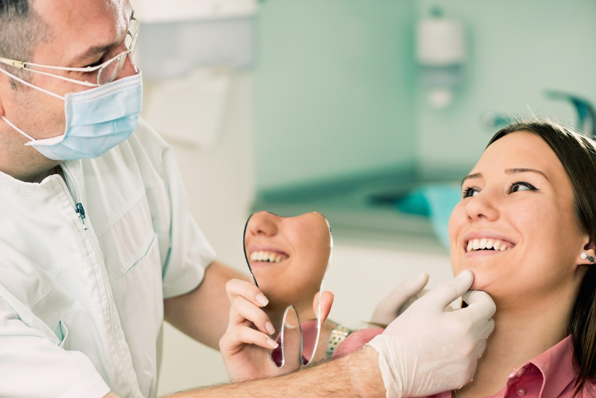 The Role of a Holistic Dentist in Keeping Smiles Bright and Healthy